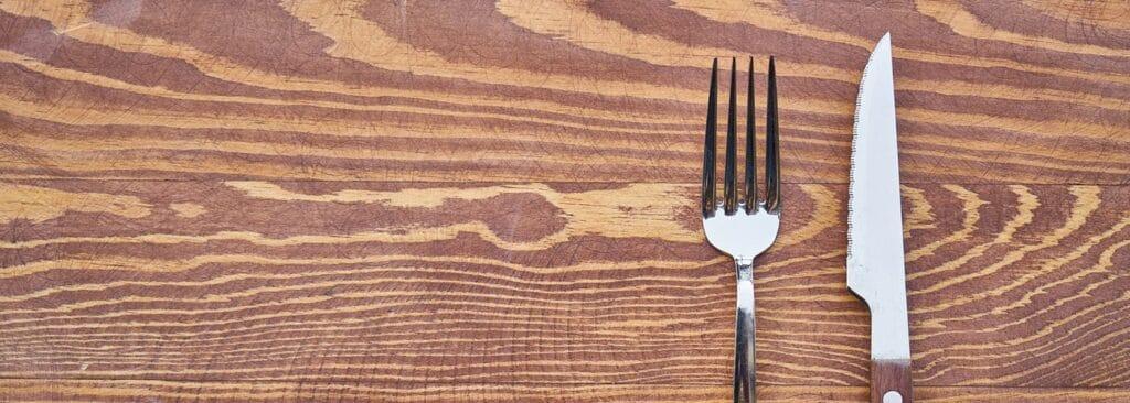 Hvordan vedligeholder man massive træbordplader- Få tips her